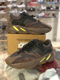 Mauve Yeezy 700s size 10 Silver Spring, 20902