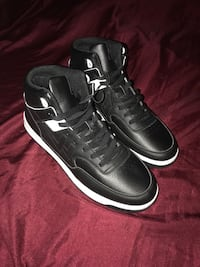 par svart Air Jordan basketballsko 6011 km