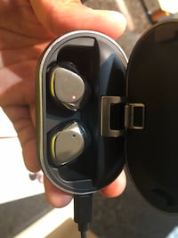 X26d Wireless Earphones, Noise Cancelling, V.5 Bluetooth and Auto Pair