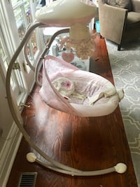 baby's white and brown cradle n swing Toronto, M8X 2T6