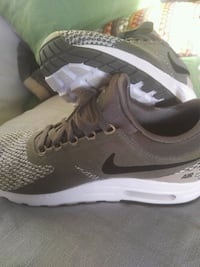 Nike - AirMax running shoes Toronto, M5B 2B9