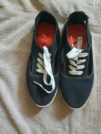 Nice woman's  canvas  shoes  Barrie, L4M 1S3