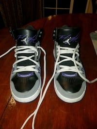 pair of black-and-white Air Jordan size 6.5 Portland, 97233