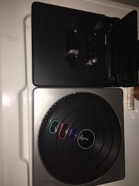 black and gray turntable London, N5V 1A6