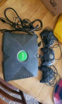 black modded Xbox console with 3 controllers Marysville, K0K 2N0