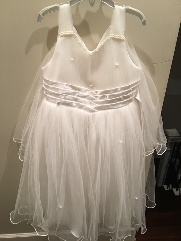 Used Beautiful flower girl dress ***MUST GO*** for sale in Vancouver - letgo