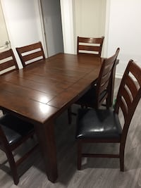 Rectangular brown wooden extendable table with 6 chairs Brampton, L6Y 0Z2