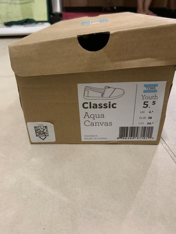 Brand new Toms classic Aqua canvas  size 5.5 with box d392ded9-be76-4535-ba99-00693f9a9771