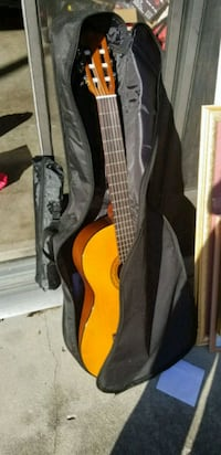 brown yamaha c40 classical guitar with book stand  Citrus Springs, 34433