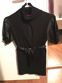 black scoop-neck long-sleeved dress Québec, G2L 1G8