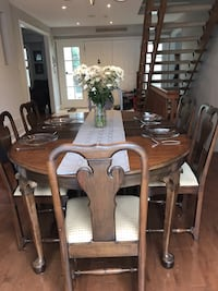 Solid Walnut Queen Anne Table & Chairs Markham, L3P 2N4