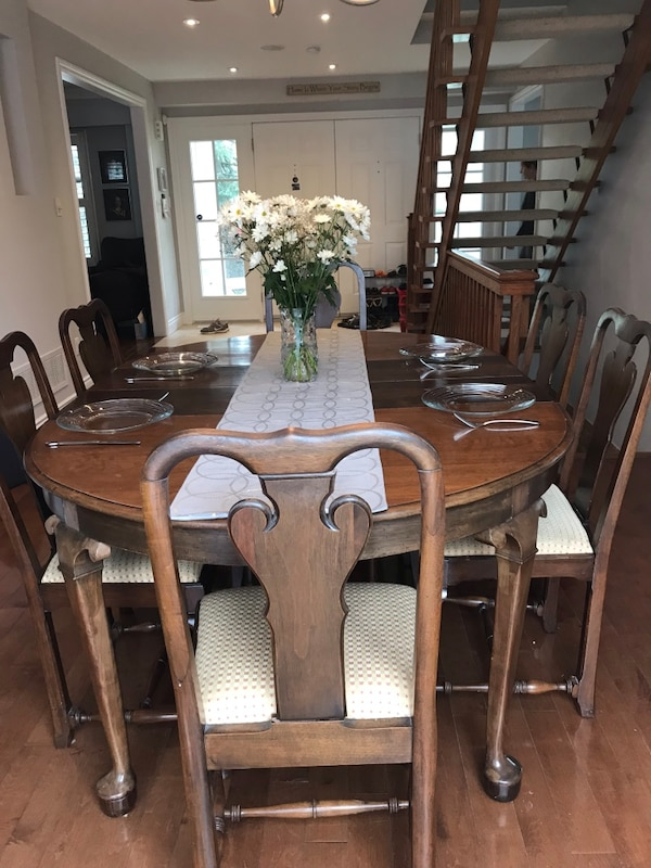 Solid Walnut Queen Anne Table & Chairs