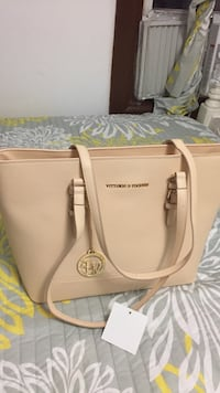 White and gray michael kors leather tote bag Elizabeth, 07206