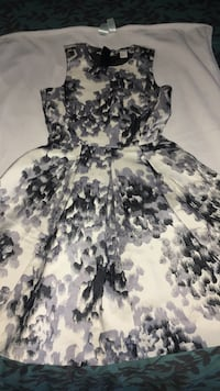 White and gray floral sleeveless H&am dress size 4 Royal Oaks, 95076