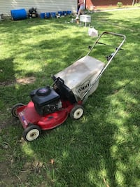 Red and black push mower Poseyville, 47633