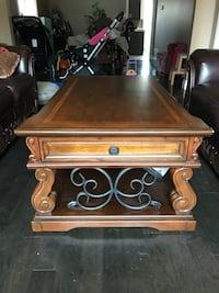 Brown wooden coffee table Vaughan, L4L 1L3
