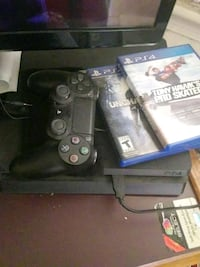 Sony PS4 console with controller and game cases Washington, 20019