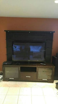Television unit (wood) Montreal, H9H 5H8