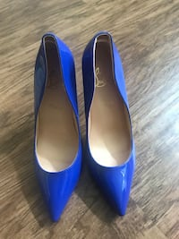 pair of blue pointed-toe heeled shoes Katy, 77449