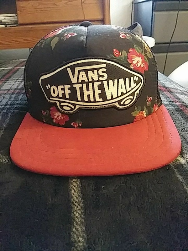 Used New!! Vans off the wall floral trucker hat! for sale in Vista ... a9c1497e06b