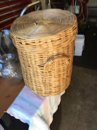 Brown wicker basket with lid Pickering, L1V