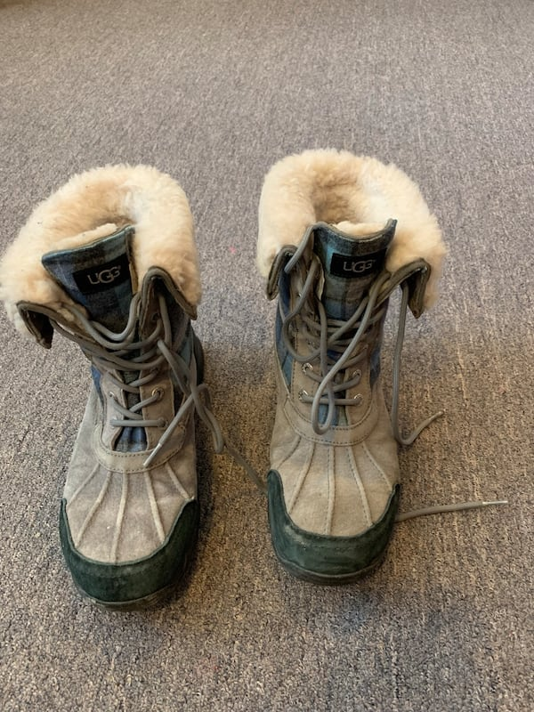 Ugg winter shoes with receipt like new unisex 32115417-f326-4bbe-b76c-310f8c3408e5