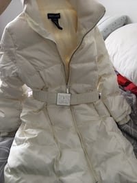 White zip-up coat for girls. Laval, H7P 4G3