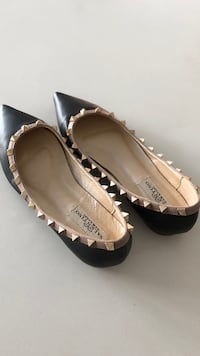 Valentino Pointy Flats with studs size 8  Vaughan, L4J 9K7