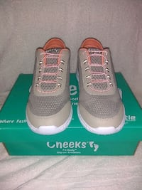 WOMENS Cheeks Fit Body slip on Sneakers. Size 7.5