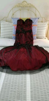Red and black, custom made by hand long gown, stra 21 km