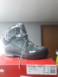 unpaired black leather boot with box