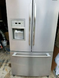 Frigidaire stainless steel French door fridge Mississauga, L5R 1N8