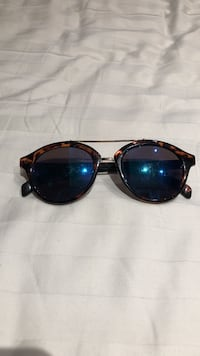 Black framed ray-ban lookalike sunglasses Toronto, M2M 0A4