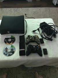 Black xbox 360 console with controllers Penryn, 95663