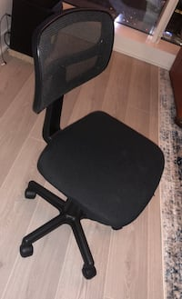 Adjustable height computer chair