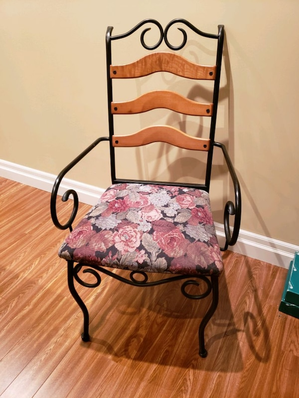 Metal frame chairs with fabric seat  bee260a9-31ca-4670-886a-2b7e0776800a