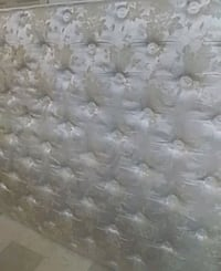 Queen mattress pillow top like new pick up only by sportsworld in kw  Cambridge, N3H 5L5