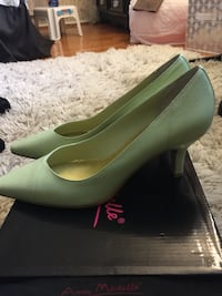 Pair of green leather pointed-toe pumps Germantown, 20874