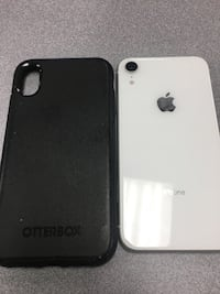 iPhone XR white 64GB unlocked comes with otter box Detroit, 48226