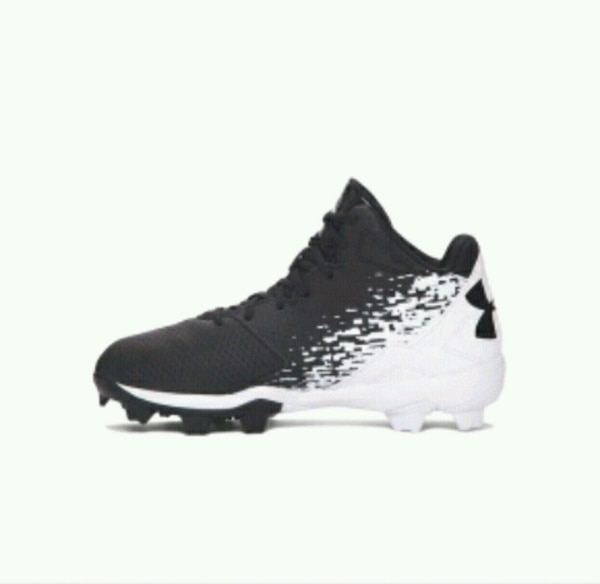 Under Armour Baseball Cleats Size 8 Mens