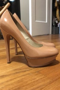Vera Wang pumps - 8 Seattle, 98107