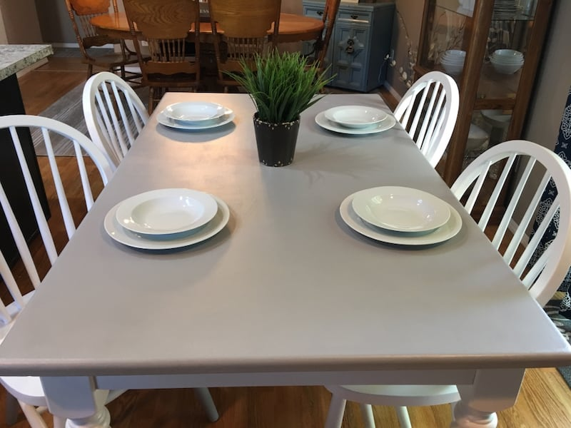 Dining table and 4 chairs 22a52451-5009-4d38-85ce-3d2189063889