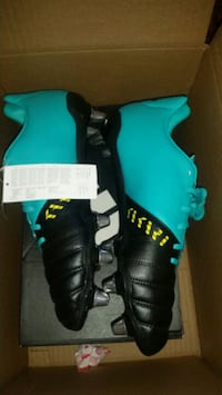 Adidas Football / Soccer Cleats DS US 9 Richmond Hill, L4C