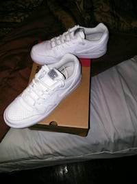 pair of white Nike low-top sneakers with box Nashville, 37138