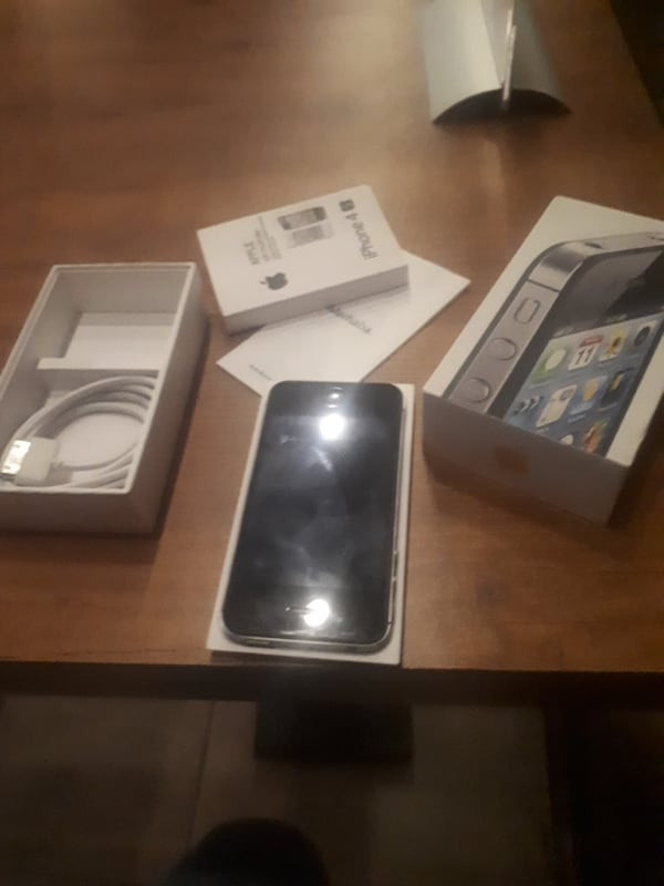 İphone 4s  6142b4c5-3f88-4e05-8020-5797323bb350