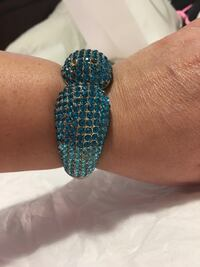silver-colored bangle with blue gemstones Chantilly, 20151