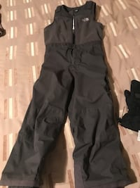 The North Face snowpants 6T and gloves s small Richmond Hill, L4C 4A6