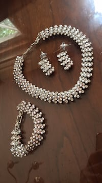 white pearl beaded necklace and earrings New York, 11423