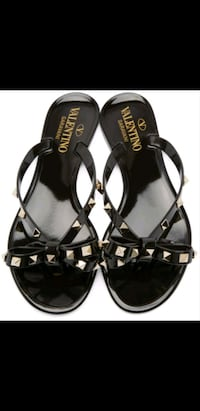 NEW VALENTINO ROCKSTUD PVC FLAT SANDALS IN BLACK  Toronto