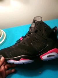 unpaired black and red Air Jordan 6 Fort Valley, 31030